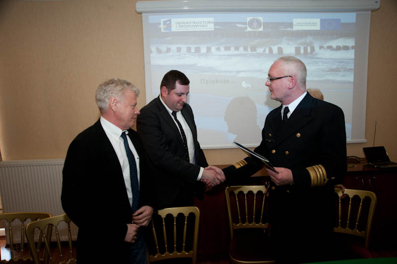 Podpisanie umowy na ochronę brzegu w Ustce, Rowach i Łebie - ustka24.info