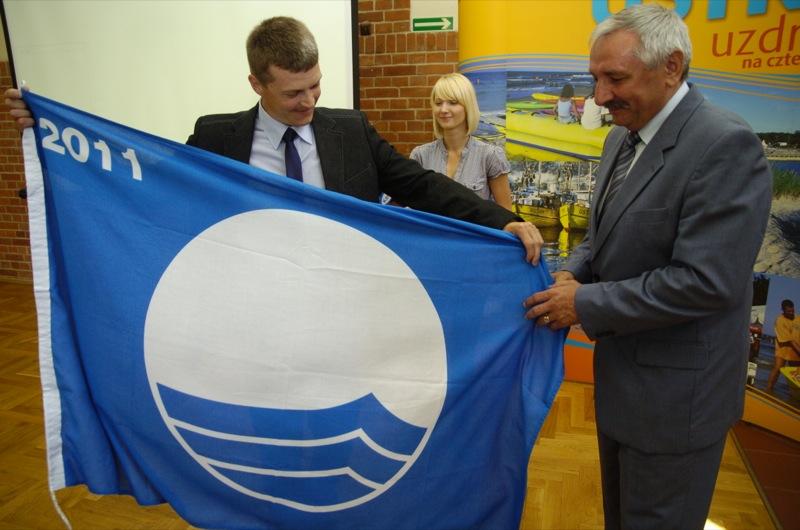 Usteckie kąpieliska ponownie wyróżnione certyfikatem Błękitnej Flagi - ustka24.info