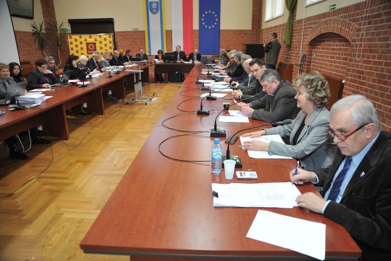 12 sierpnia sesja nadzwyczajna w Ustce. Będzie wniosek o obligację na spłatę długu - ustka24.info