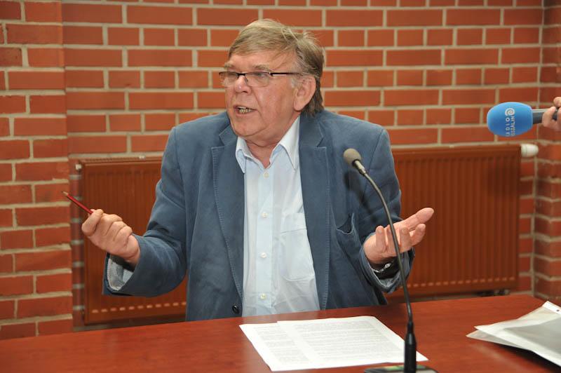 Jerzy Malek w czasie sesji rady miasta w Ustce - ustka24.info