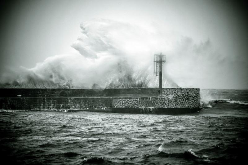 Huraganowy wiatr nad morzem. Na Bałtyku 11 stopni w skali Beauforta - ustka24.info