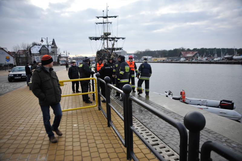 Akcja poszukiwawcza strażaków w usteckim porcie - ustka24.info