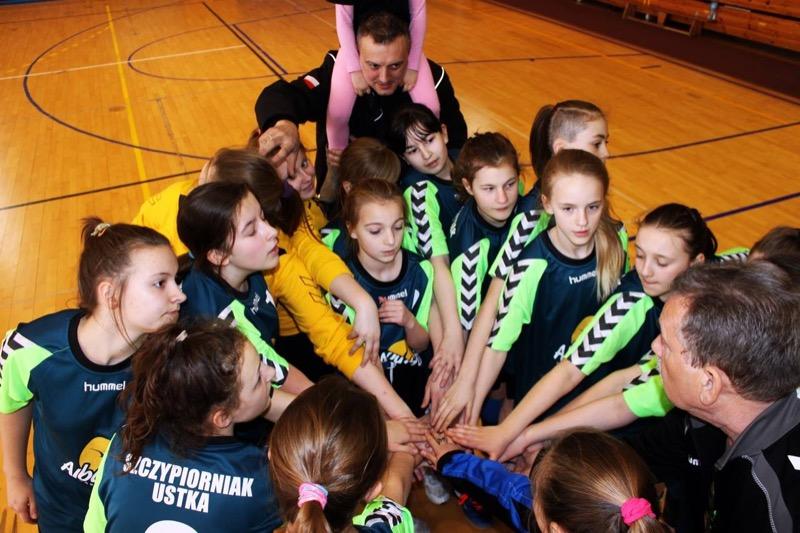 Piłkarki ręczne z Ustki zwyciężyły w IV Turnieju Finałowym o miejsca I - IV Ligi Wojewódzkiej Dziewcząt rocznik 2003 - ustka24.info