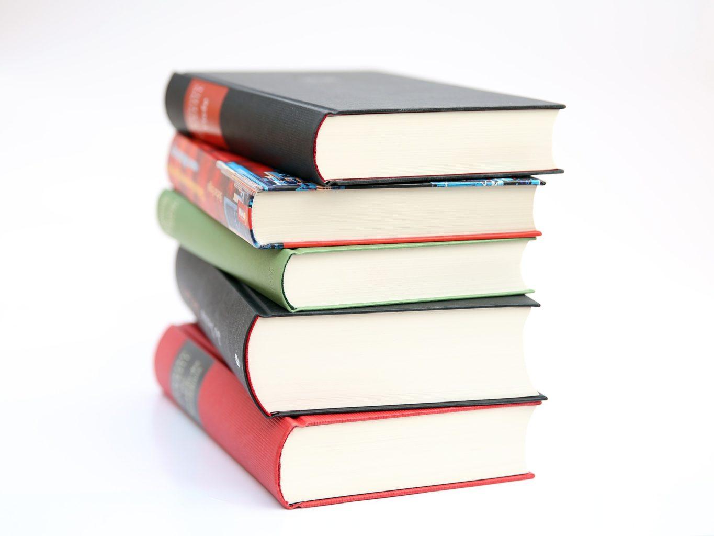 Gdzie kupić książki i podręczniki w Ustce? Lista niedrogich księgarni i antykwariatów - ustka24.info